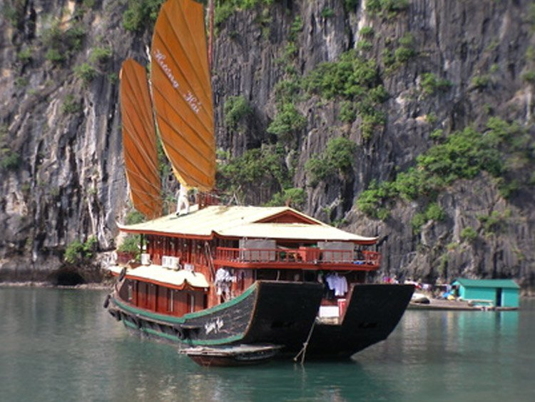 Kalkrotsvaren Bai Tu Long Bay