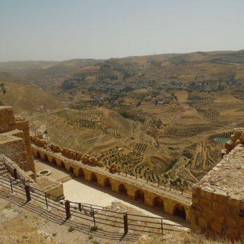 zicht vanop het kasteel over de vallei