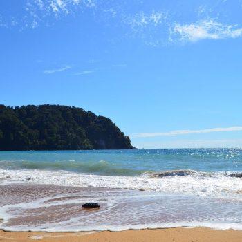Een stukje strand van het Abel Tasman NP