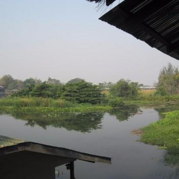 Uitzicht op river Kwai vanuit hotel in Kanchanaburi