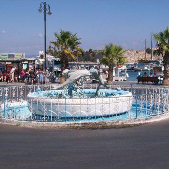 Dolfijnenplein in Kos-stad.