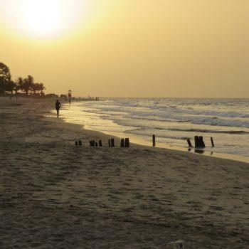 Kotu beach bij schemering