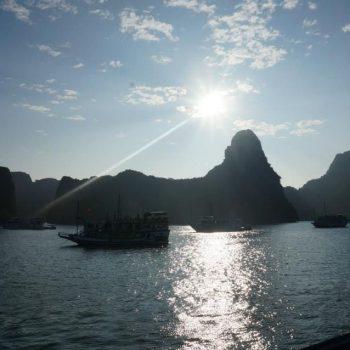 Andere boten bij Halong bay