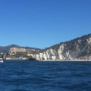 Capo bianco vanuit de zee gezien