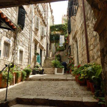 De smalle steegjes in het historisch centrum van Dubrovnik