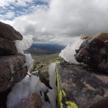 Ijs aan de achterkant van de 1750 meter hoge Sølen