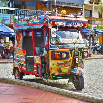 Met de tuktuk naar kleurrijk Guatapé