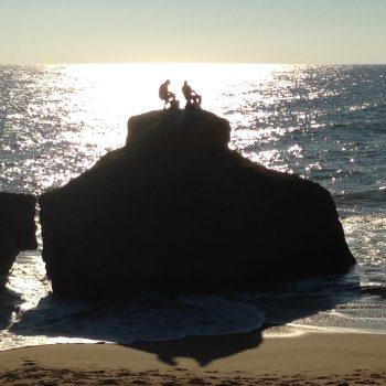 """Vissers op hun """"troon"""" aan de kust van de Algarve"""