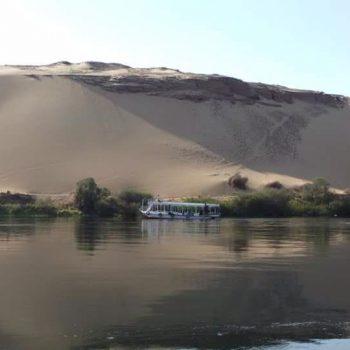 De Nijl met de Sahara op de achtergrond