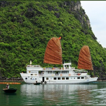 Halong Bay, cruise.