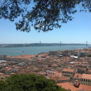 Uitzicht van een van de vele uitzichtingspunten in Lissabon