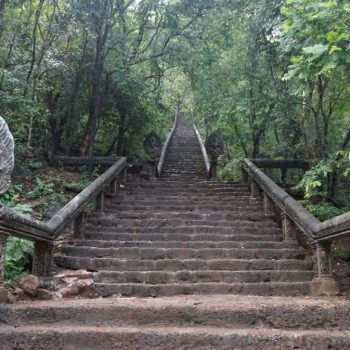 Omgeving Battambang: klimmen naar een tempel