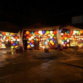 Lampionnen in de avond