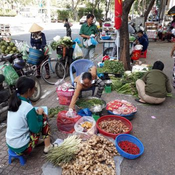 Ho Chi Minh, verkoopster op de grond