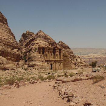 het klooster, achteraan de stad na een beklimming van 788 treden