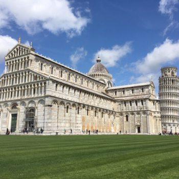 Piazza del Duomo met de toren en de kathedraal