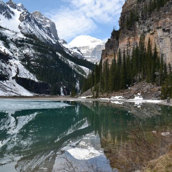 Lake Louise, half bevroren