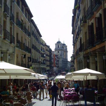 Een typisch oud gezellig straatje