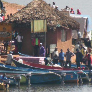 plaatselijke markt aan de oevers van het meer