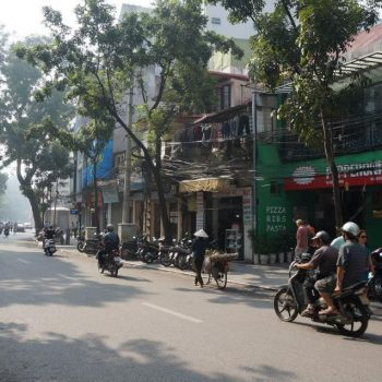 Hanoi in de vroege ochtend