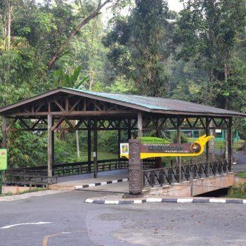 de ingang van het park
