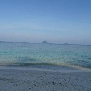 Helderblauwe water bij Romantic Beach