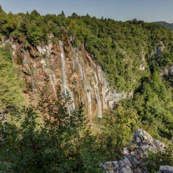Een plekje bovenaan de grote waterval waar niet veel mensen te vinden waren door de flinke klim.