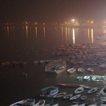Varanasi - kaarsjes op de rivier