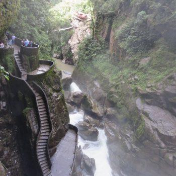 Pailon del diable, trap langs waterval