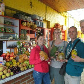Fruit proeven op de markt