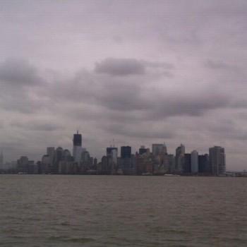 Skyline vanaf de boot van ellis island