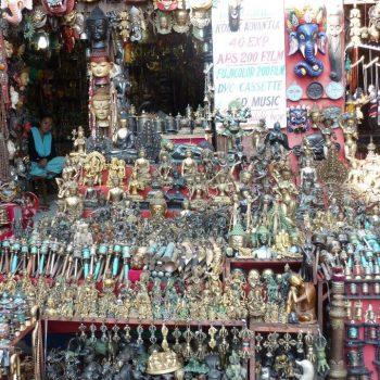 Overal souvenirs bij de Boudhanath