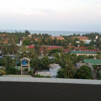 Uitzicht vanaf hotel op zee