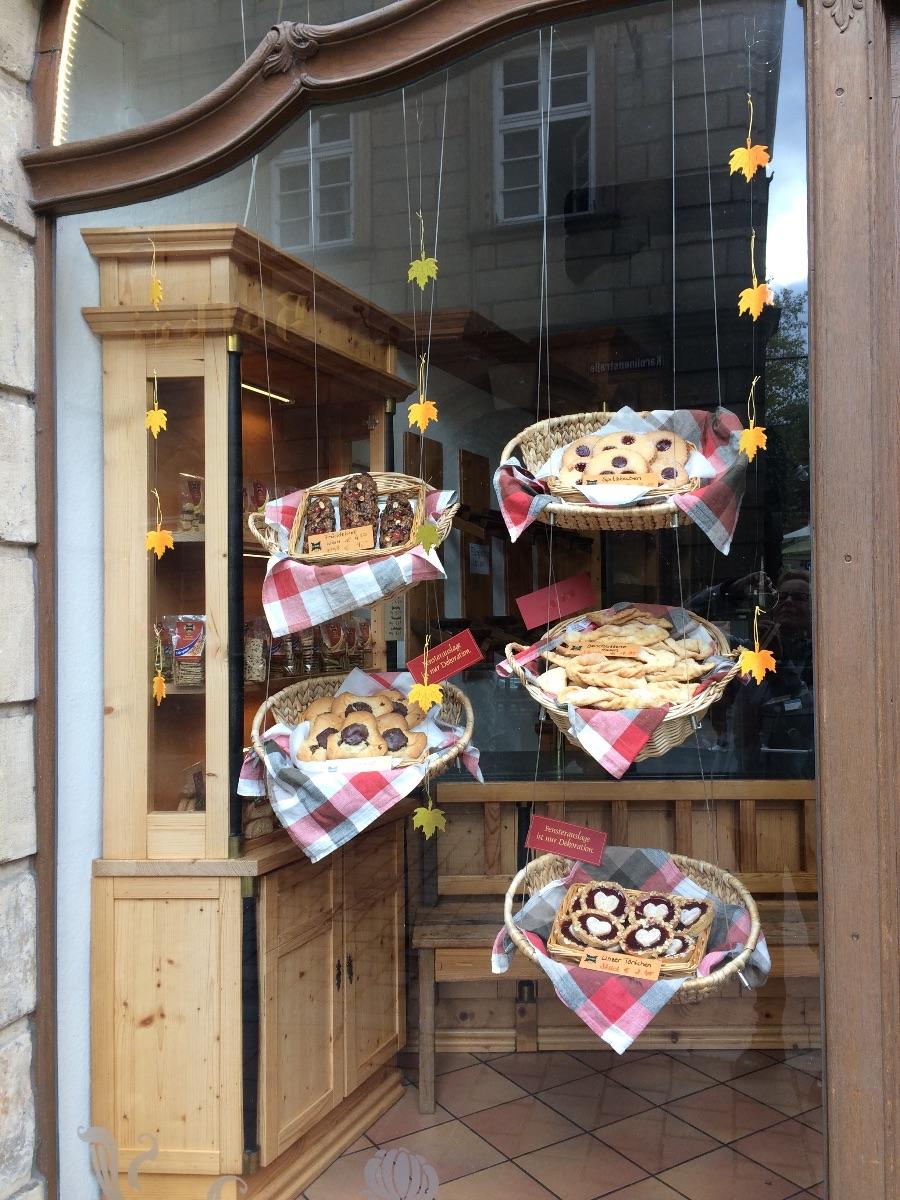 Bij de plaatselijke konditorei kun je heerlijke koeken en taarten kopen
