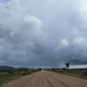 5 km buiten Windhoek begint het immense landschap