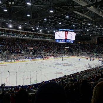 Een ijshockeywedstrijf van de Maple Leafs