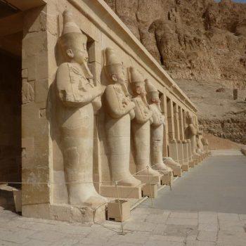 Hatsjepsoet tempel, met hier en daar nog kleur