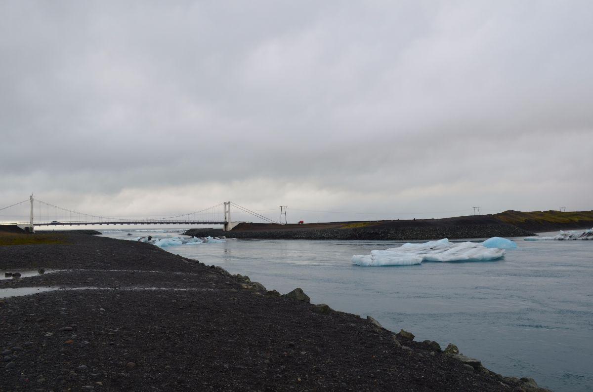 De brug waaronder door de IJsschotsen naar open zee drijven.