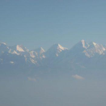 de eerste zonnestralen op de Himalaya