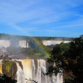 Argentijns kant gefotografeerd vanaf de Braziliaanse kant.