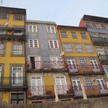 Huizen aan de rivierkade