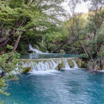 Een van de bekende watervallen waar het erg druk is.