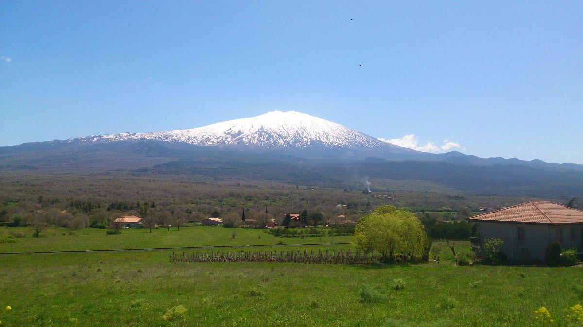 auto route rond de Etna