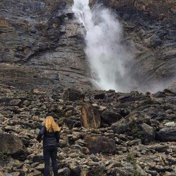 Naast de Takkakaw Falls omhoog klimmen