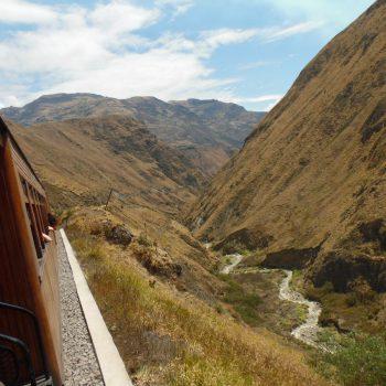 treinreis naar de duivelsneus, al zigzaggend door de bergen