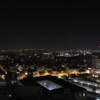 Uitzichtsfoto van op de avond
