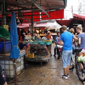 Eén van de vele markten tijdens de fietstocht