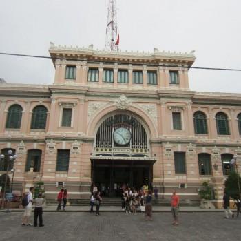 Oude postkantoor bij de Notre dam in het centrum van Ho Chi Minh