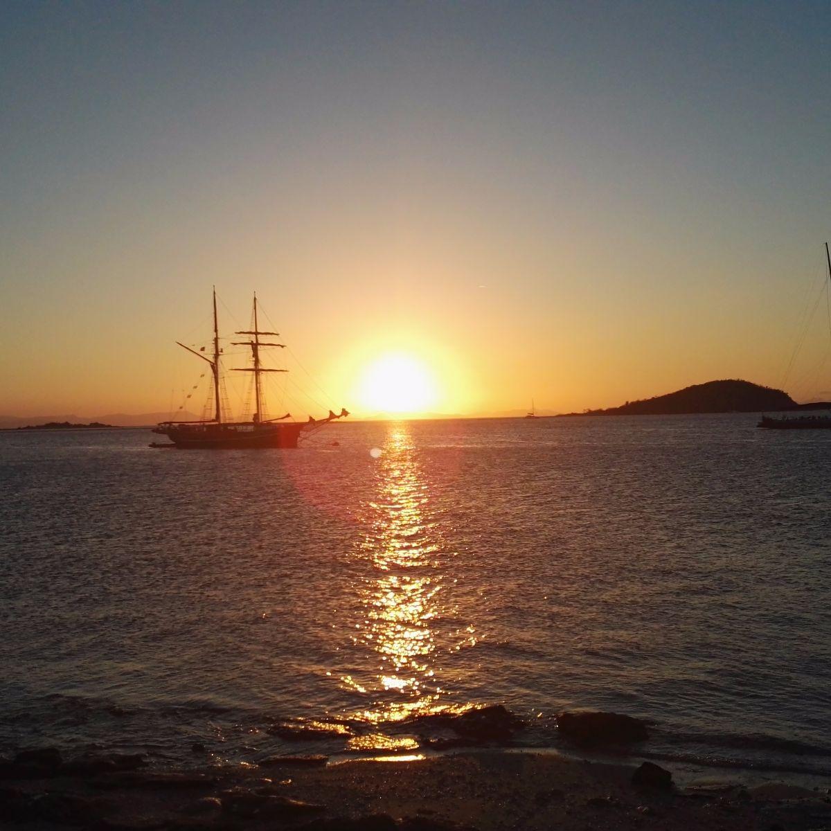 The whitsundays bij zonsondergang