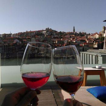 Proost vanaf het dakterras van Porto Cruz